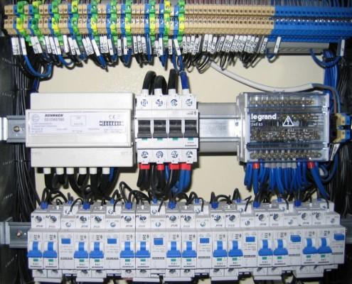 Rozdzielnica elektryczna z licznikiem zużycia energii elektrycznej